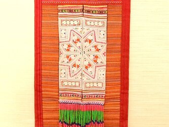 モン族刺繡古布タペストリーの画像