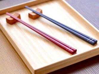 【木製】カチッとした夫婦箸:赤と黒の画像