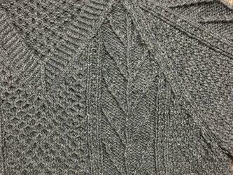 Vネック メンズセーターの画像