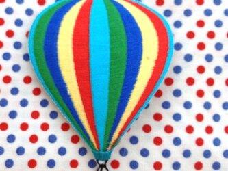 アップリケワッペン レインボーカラー気球 W-0138の画像