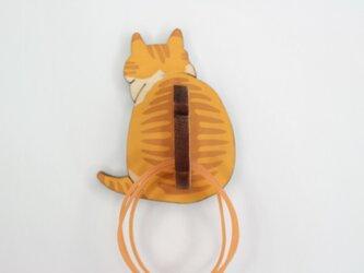 ニャンと便利な!トラ柄猫の輪ゴム掛け マグネットの画像
