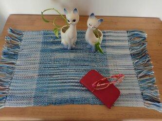 手織りテーブルセンター ブルー×白 の画像