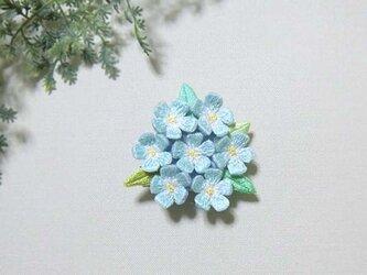 手刺繍ブローチ*水色花の画像