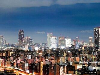 都会の夜景の画像