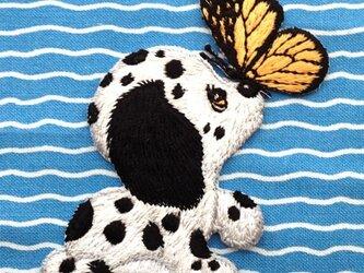 アップリケワッペン 子犬とちょうちょ W-0364の画像
