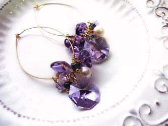 アメジスト&アイオライトの紫の宝石ピアスの画像