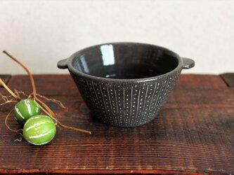掻き落とし黒土耳付き小鉢の画像