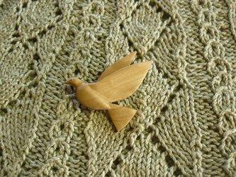 鳩(ハト)のブローチ オリーブ材の画像