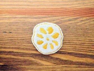 刺繍ブローチ 「辛子れんこん」の画像