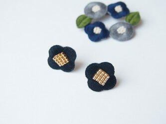 [受注制作]お花の刺繍ピアス・イヤリング(black)の画像