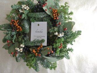 実りの実とモミのwinter wreathの画像