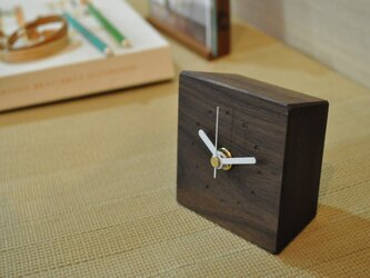 小さいけど存在感のある時計 ウォールナットの画像