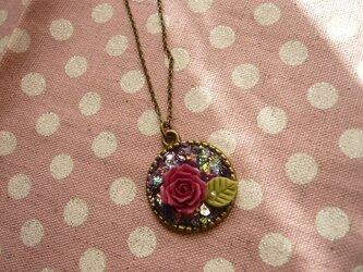 薔薇とレジンのネックレス <red>の画像