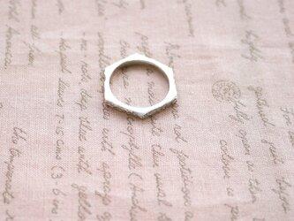 ハニコム形のシルバーリングの画像