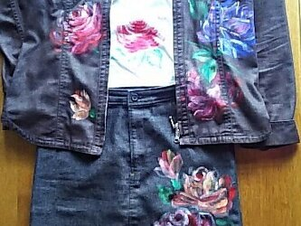 薔薇のジャケット+Tシャツ(ブラウス)+スカート《手描きオーダーメイド作品》の画像