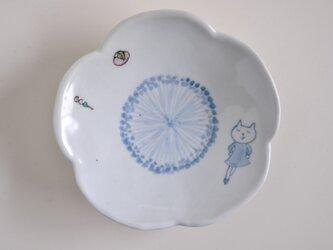 花皿-ネコ、目をつぶり踊る-の画像