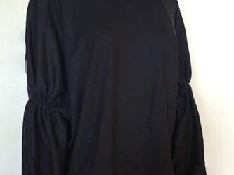 袖ギャザーたっぷりウールジャージプルオーバーの画像