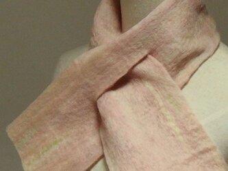 淡いピンクミックスの フェルトマフラー ミニの画像