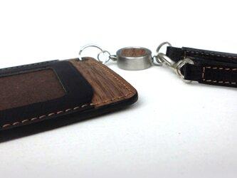木と革のパスケース(ベルトとキーリール付)---ICカード使用可 [ブラック]の画像