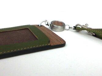 木と革のパスケース(ベルトとキーリール付)---ICカード使用可 [グリーン]の画像