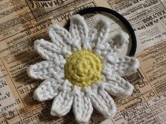 132*【受注製作】大人かわいい 大きめ マーガレットのヘアゴム 花 白 の画像