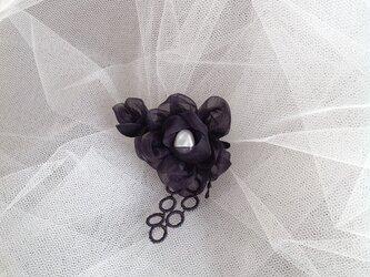 ちいさな black flower ブローチの画像