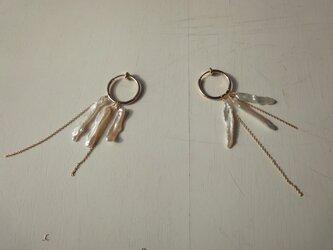 スティックパールのフープイヤリングの画像