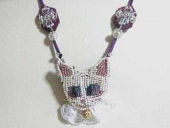 猫 刺繍 ネックレスの画像
