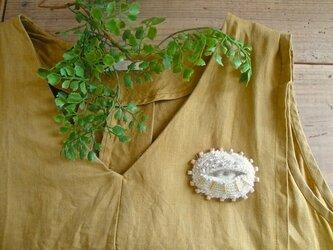 目ブローチ〈アルパカ糸〉の画像