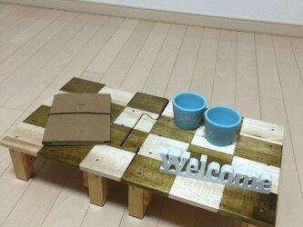 格子模様 琥珀のような艶のパズルテーブルの画像