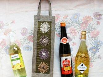 ワインのキャリーバッグ 型押し豚革×花刺繍4輪の画像