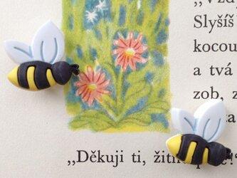 アメリカ ボタンガローア 3個-横向きミツバチ  B-0635の画像