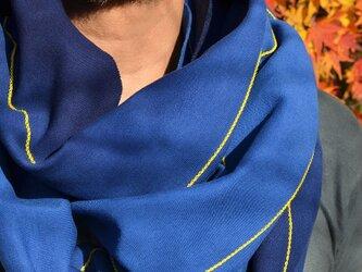 手染めループスカーフ・ストール ブルー / イエローステッチの画像