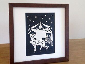 切り絵のサーカス「ゴリラ・コーヒー」の画像