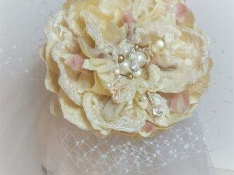 マグノリアのコサージュ&ヘッドドレス (ベルベット) ☆*:. アイボリーの画像