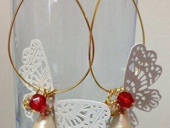 蝶フープピアスの画像