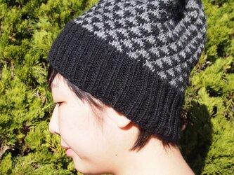ノルディック柄のとんがりニット帽【ブラック】の画像