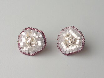 パールビーズ刺繍のイヤリングの画像