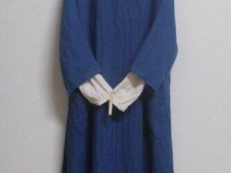 リネンウールの重ね着ドルマンワンピース 灰青の画像