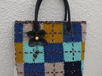 織りモチーフのカラフルバッグ(ブルー系)の画像