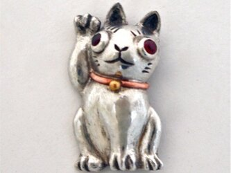 招き猫 ブローチの画像