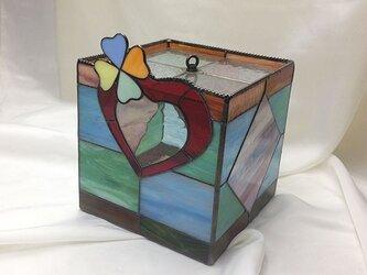 ステンドグラスのハート付きボックスの画像