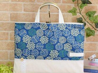 北欧ナチュラル・紫陽花柄のレッスンバッグ:紺×生成りの画像