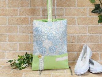北欧ナチュラル・紫陽花柄のシューズバッグ:水色×黄緑の画像