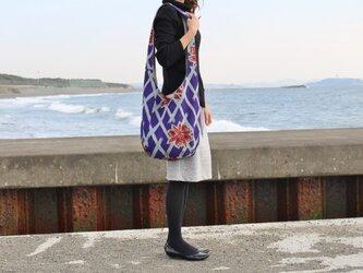 着物リメイク・銘仙のワンショルダーバッグ(格子にチューリップ)の画像