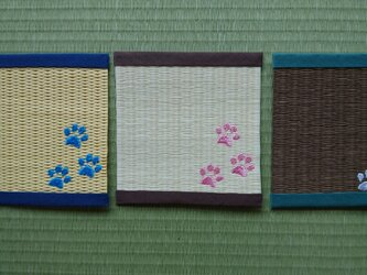 畳表を使用したコースター(猫の足跡)の画像