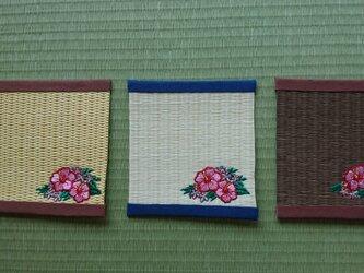 畳表を使用したコースター(ハイビスカス)の画像