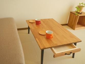 ひきだし2杯、大きなカフェテーブルの画像