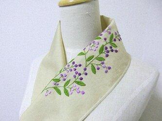 手刺繍半襟*紫の実の画像