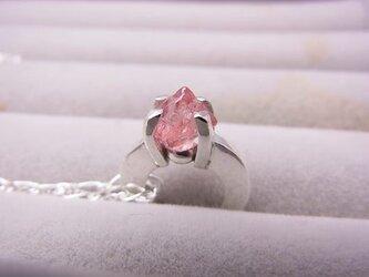 ピンクスピネルの結晶リングペンダントの画像